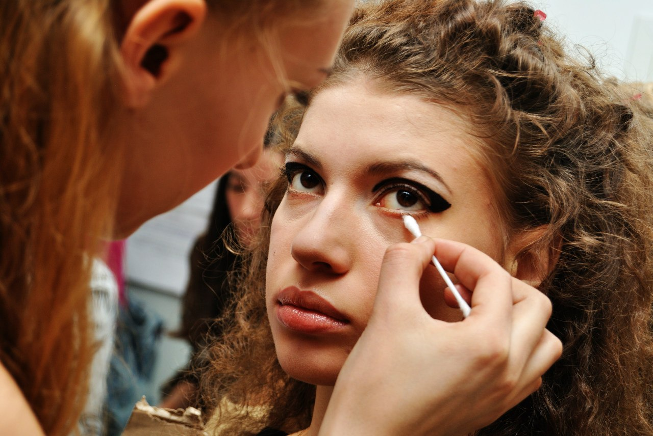 Пришлашаем на бесплатные стрижки, макияж….